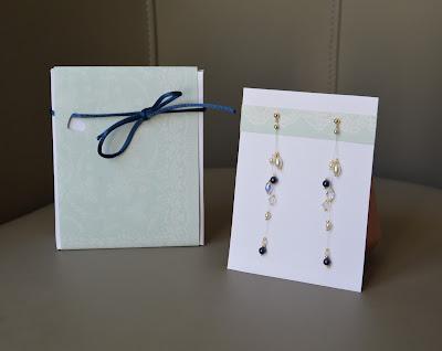 boucles d'oreilles perles nacrées blanches et bleues