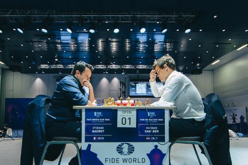 Le Français Etienne Bacrot s'est incliné contre un Magnus Carlsen intraitable - Photo © Anastasia Korolkova