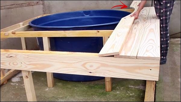 pregando a madeira do deck