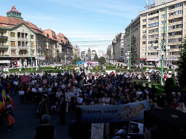 FOTO: Sute de persoane au participat la Marsul pentru Viata la Timisoara.
