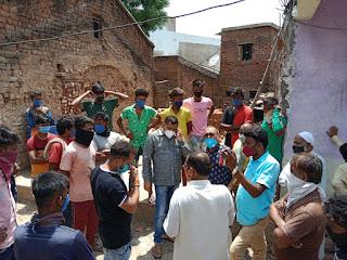कांग्रेस जिलाध्यक्ष महेश पटेल ने सघन भ्रमण कर मृतकों के परिजनों से भेंट की रोड निर्माण पर तीव्र असंतोष व्यक्त किया