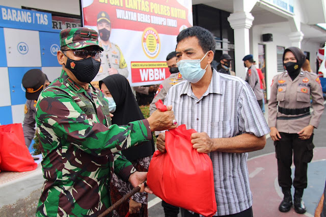 Danrem 102/Pjg Bersama Forkopimda Kalteng Tinjau Vaksin Massal di Tiga Kabupaten