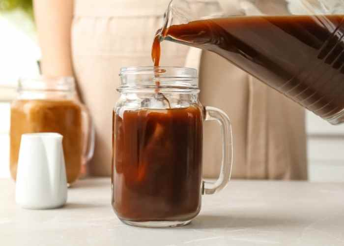 How to Make Cold Brew Coffee in a Mason Jar