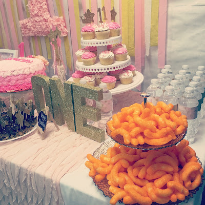 How to plan the perfect party to keep from losing your mind. Step-by-step guide to party planning. Party planning North Alabama. Pink and gold first birthday party