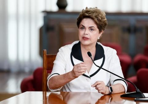 Rousseff insta a combatir la represión estatal ¡es inaceptable!
