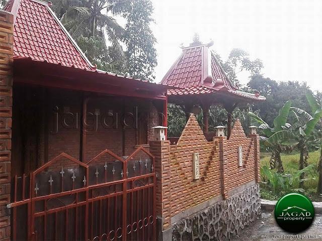 Bangunan Etnik Dijual dekat Pasar Cebongan