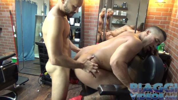 Trey Turner, Antonio Biaggi – Barbers Fuck (Bareback)