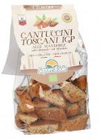 Prodotti tipici ,dolci della Toscana - cantuccini con le mandorle
