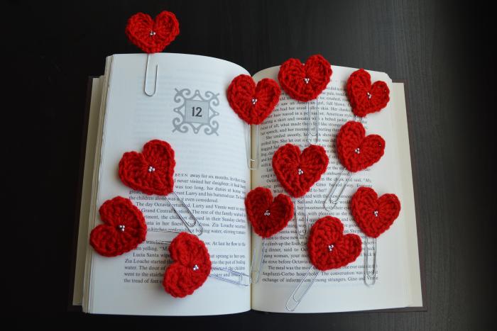 Como hacer a crochet o ganchillo un guarda página de corazón