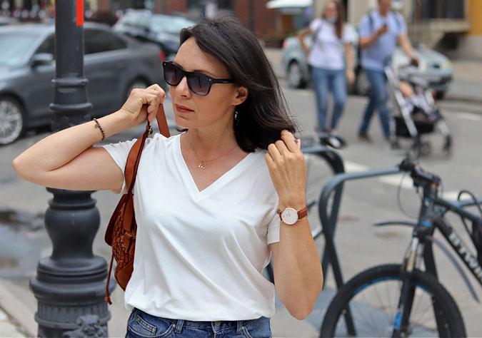 biały t-shirt damski dekolt w serek