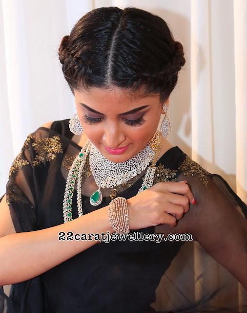 Poonam Kaur Showcasing Heavy Diamond Jewelry