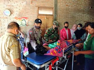 Prajurit TNI Jepara Bantu Evakuasi Warga Ke Rumah Sakit