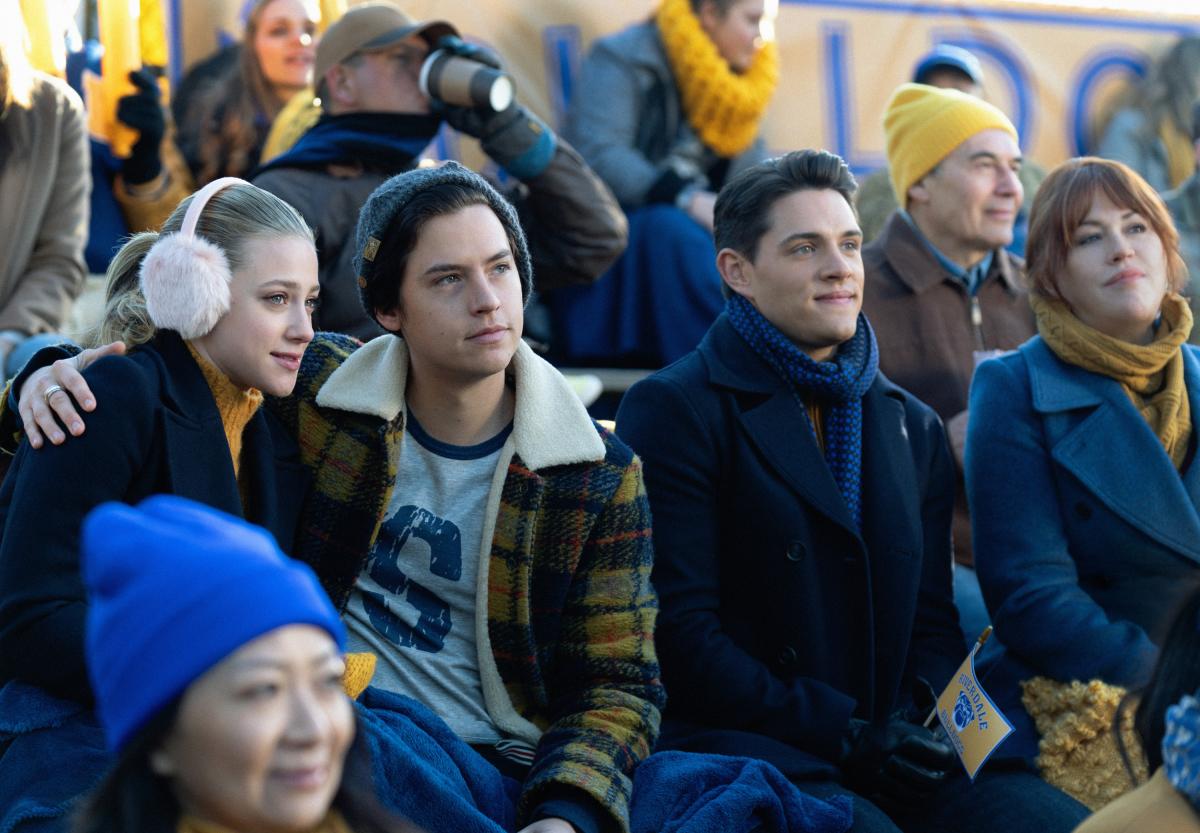 Cole Sprouse y Lili Reinhart en Riverdale
