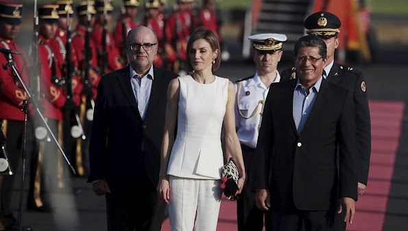 Queen Letizia of Spain arrives to El Salvador after visiting Honduras at El Salvador International Airport on May 26, 2015 in San Luis Talpa, El Salvador.