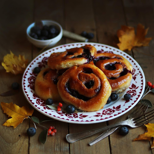 Blueberries & Orange Rolls / Brioches roulées orange-myrtilles