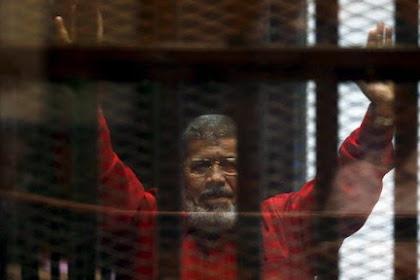 Pidato Terakhir Presiden Mursi yang Menggetarkan Persidangan, 25 Menit Sebelum Meninggal