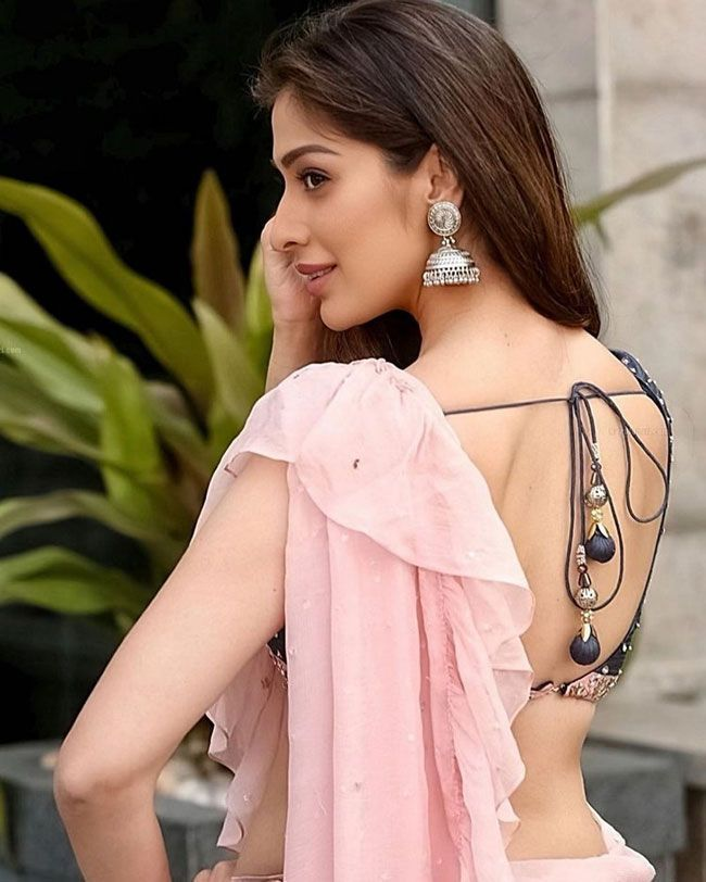 Pic of the day: Lakshmi Rai Latest Gallery Pictures
