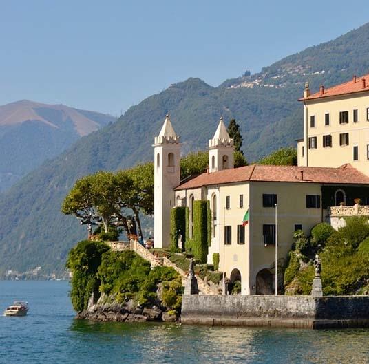 Italian Villas vs French Villas – Best Points to Compare
