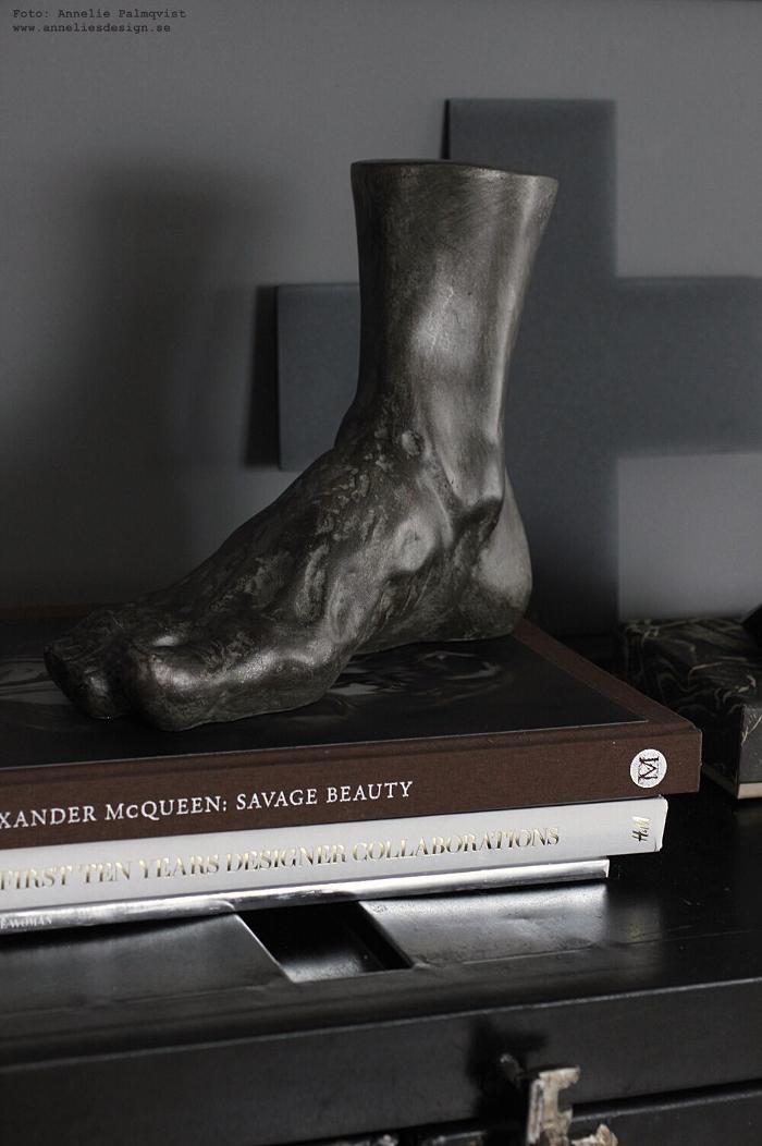 hercules fot, stor fot, fötter, dekoration, prydnad, annelies design, webbutik, webshop, nätbutik, inredning, vardagsrum, vardagsrummet, skänk, skåp