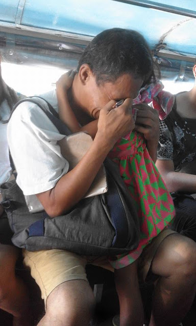 Old man cries inside the jeepney and begged for the passengers to help his child.! And passenger's did will make you cry!