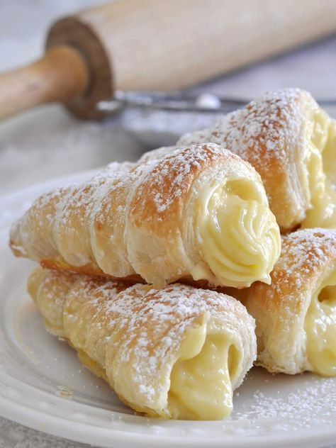 Italian Cream Stuffed Cannoncini (Puff Pastry Horns) #recipes #dessertrecipes #easyrecipes #easydessertrecipes #food #foodporn #healthy #yummy #instafood #foodie #delicious #dinner #breakfast #dessert #lunch #vegan #cake #eatclean #homemade #diet #healthyfood #cleaneating #foodstagram