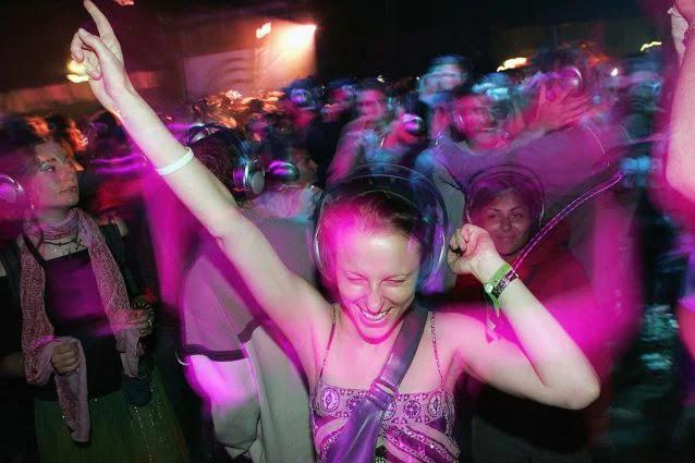 Amsterdam: Esperimento Covid , si balla in discoteca (VIDEO)