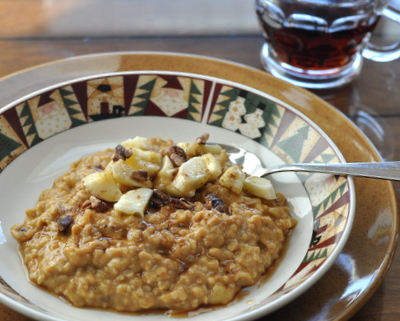 Creamy Pumpkin Steel-Cut Oats, another healthy pumpkin recipe ♥ AVeggieVenture.com. WW3.