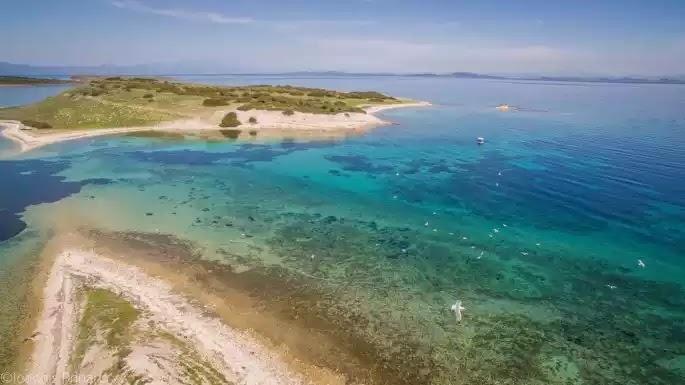 «Κλειστή δομή για αλλοδαπούς σε ακατοίκητο νησί» - Η τοποθεσία που πρότεινε ο περιφερειάρχης Β.Αιγαίου