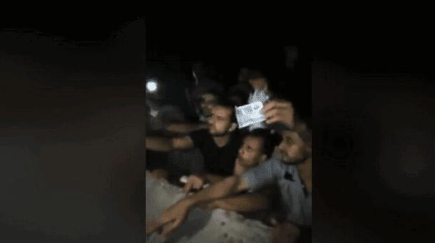 شاهد فيديو صادم.. طابور شباب في مصر يتهافتون لشراء المخدرات
