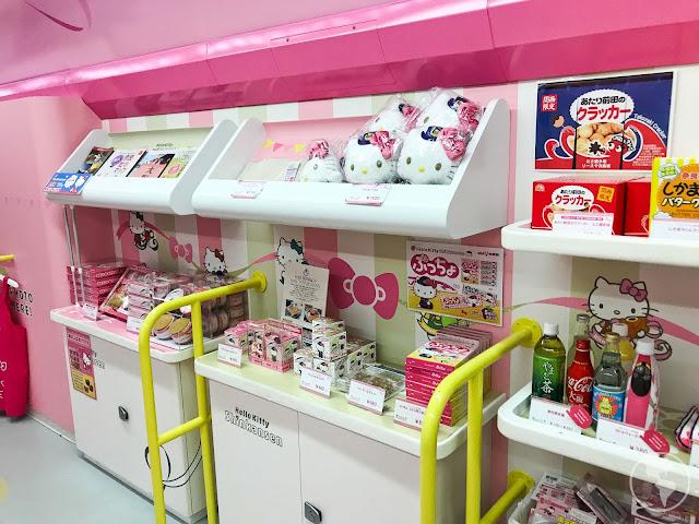 Como é andar no trem bala da Hello Kitty no Japão