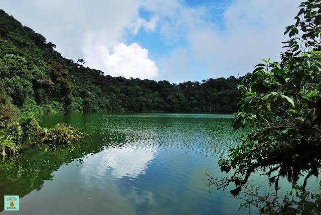 Laguna verde en Cerro Cheto, Costa Rica