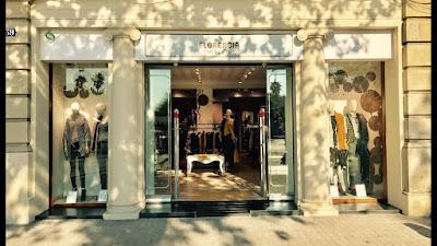 Fotografía del escaparate de la nueva tienda Florencia, situada en C/Joan Borbó, 38-39