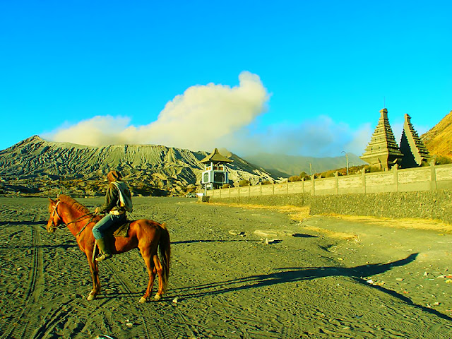 Bromo Travel, Cheap Tour Bromo, Bromo Tour, enjoy with the best of Sunrise Bromo mountain and activity volcano bromo,  Bromo tour can be from Surabaya, bromo tour from bali, Mount Bromo is one of the mountains which has beautiful scenery and beauty of the sunrise point as well as a vast desert in east Java. bromo travel, sunrise in bromo, trip to bromo, bromo ijen tour package, ijen bromo package, bromo tour price, bromo ijen tour price, ijen bromo tour price, bromo travel, holiday to east java indonesia special to bromo mountain.