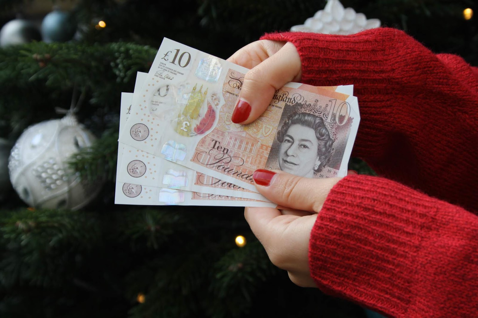 Christmas saving money avoid debt festive