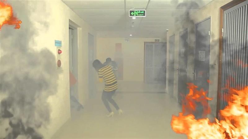 Nếuđám cháy ở căn hộ khác, bạn không được mở bất cứ cánh cửa nào có cảm giác nóng