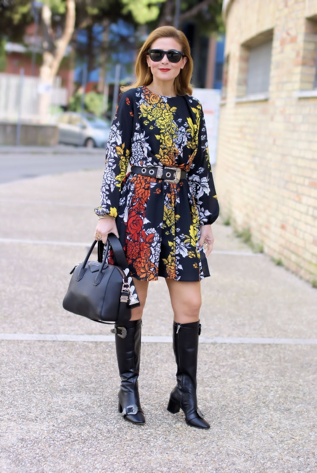 How to wear western belt buckles: Cesare Paciotti boots Silvian Heach dress on Fashion and Cookies fashion blog, fashion blogger
