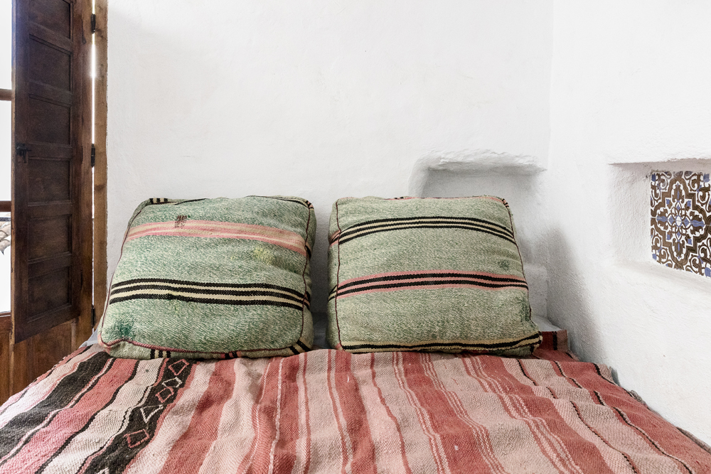 Canillas de Aceituno, Spain, holiday, rent, apartment, townhouse, rental, vacationhome, home, interior, spanish, style, interiorphotography, interior design, photographer, Frida Steiner, Visualaddict, visualaddictfrida, bedroom, bed, pillows, colorful interior