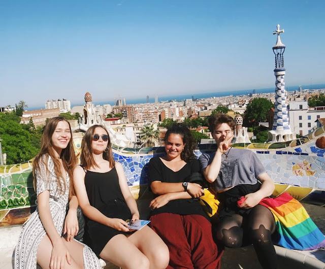 Barcelona, Park Gaudiego, przyjaciele, podróże, wymiany międzyszkolne