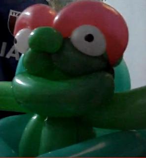 Oscar mit Mülltonne als Ballonfigur.