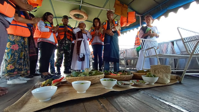 "Tokoh dan Elemen Masyarakat Gelar Ritual ""Mangelek Tao Toba""  Jelang Event Poldasu Water Ski"