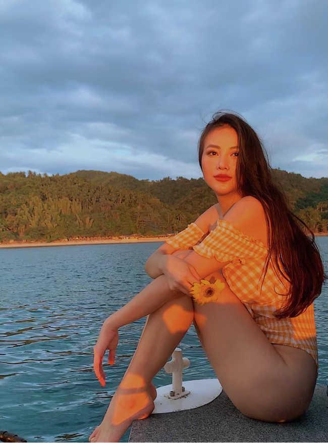 Phương Khánh diện bikini khoe đường cong nuột nà trước ngày trao lại vương miện Hoa hậu Trái đất