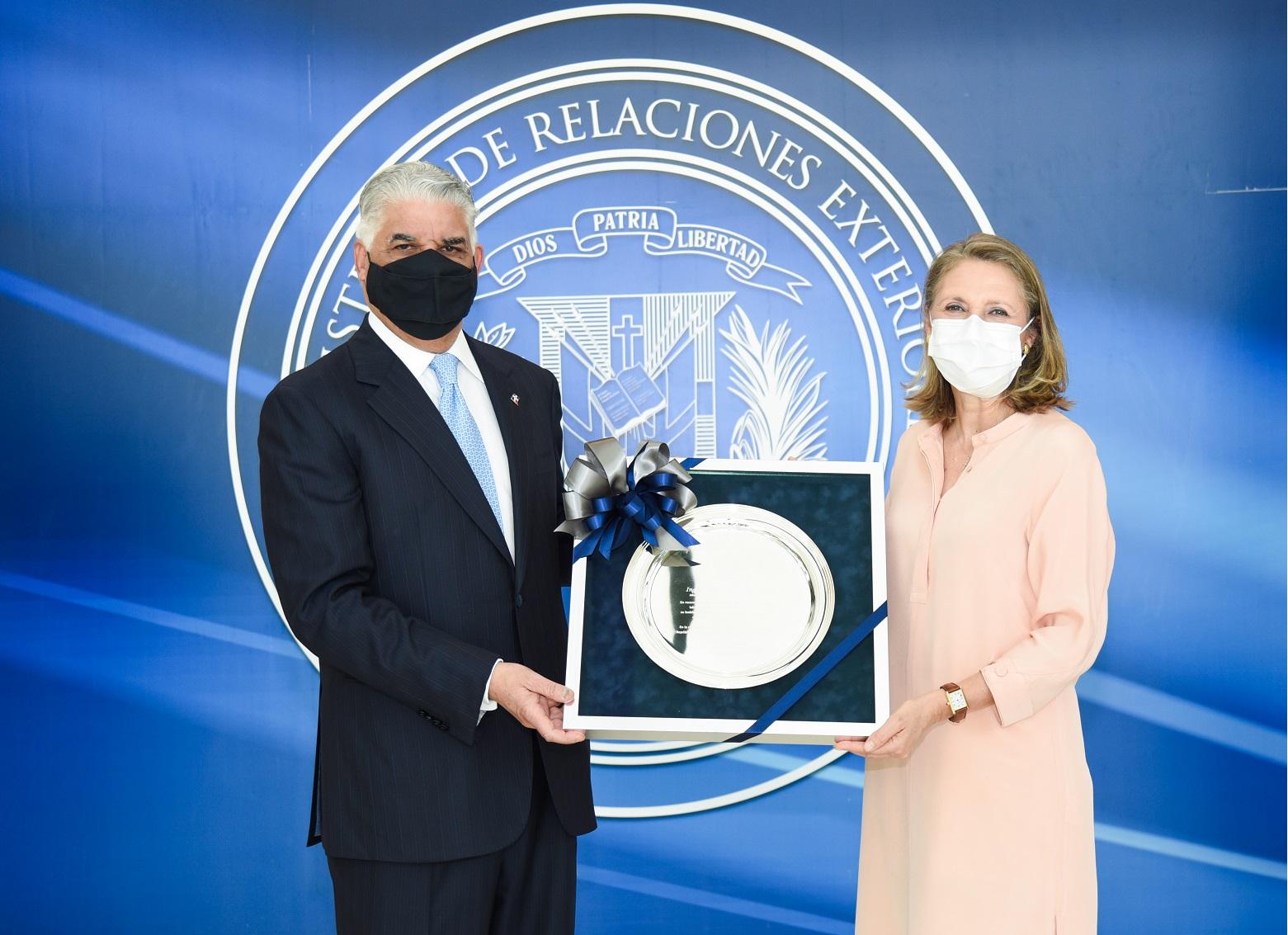 Miguel Vargas y Clara Reid de Frankenberg.