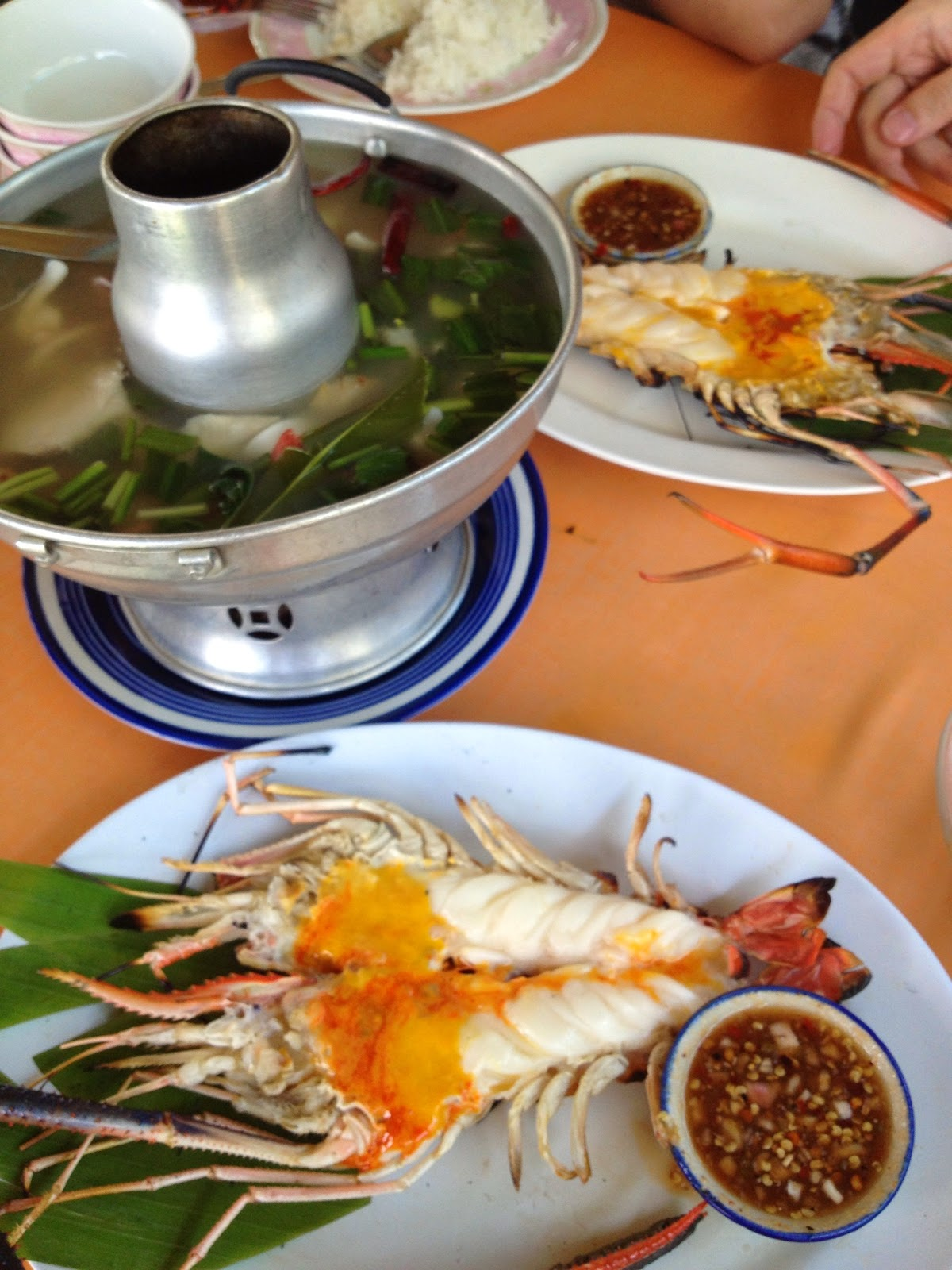 Ayutthaya - Pae Krung Kao restaurant - Grilled river prawn with garlic and tom yum goong soup - that was spicy!