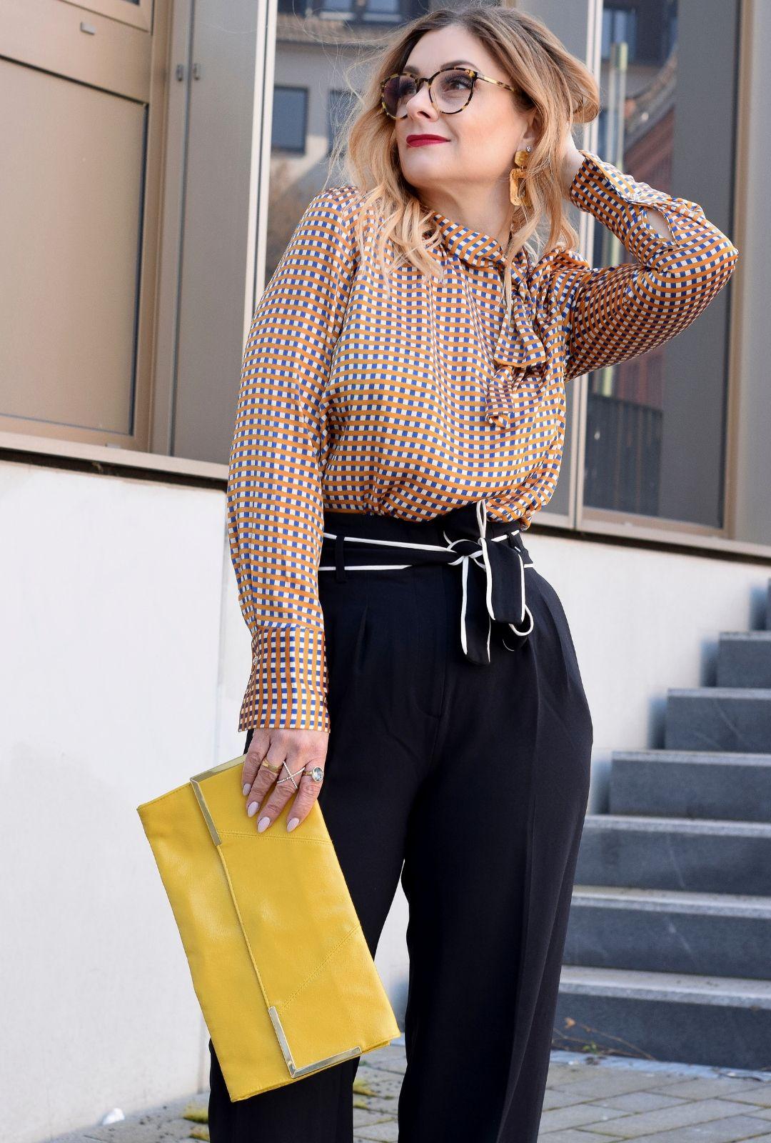 Business Look mit weiter Hose und Stiefeletten