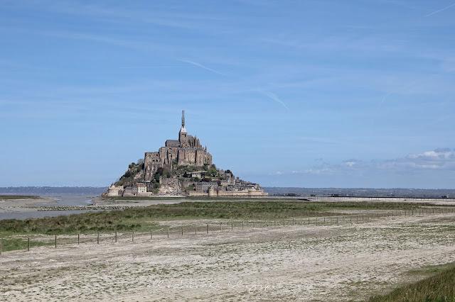 Mont Saint-Michel z oddali