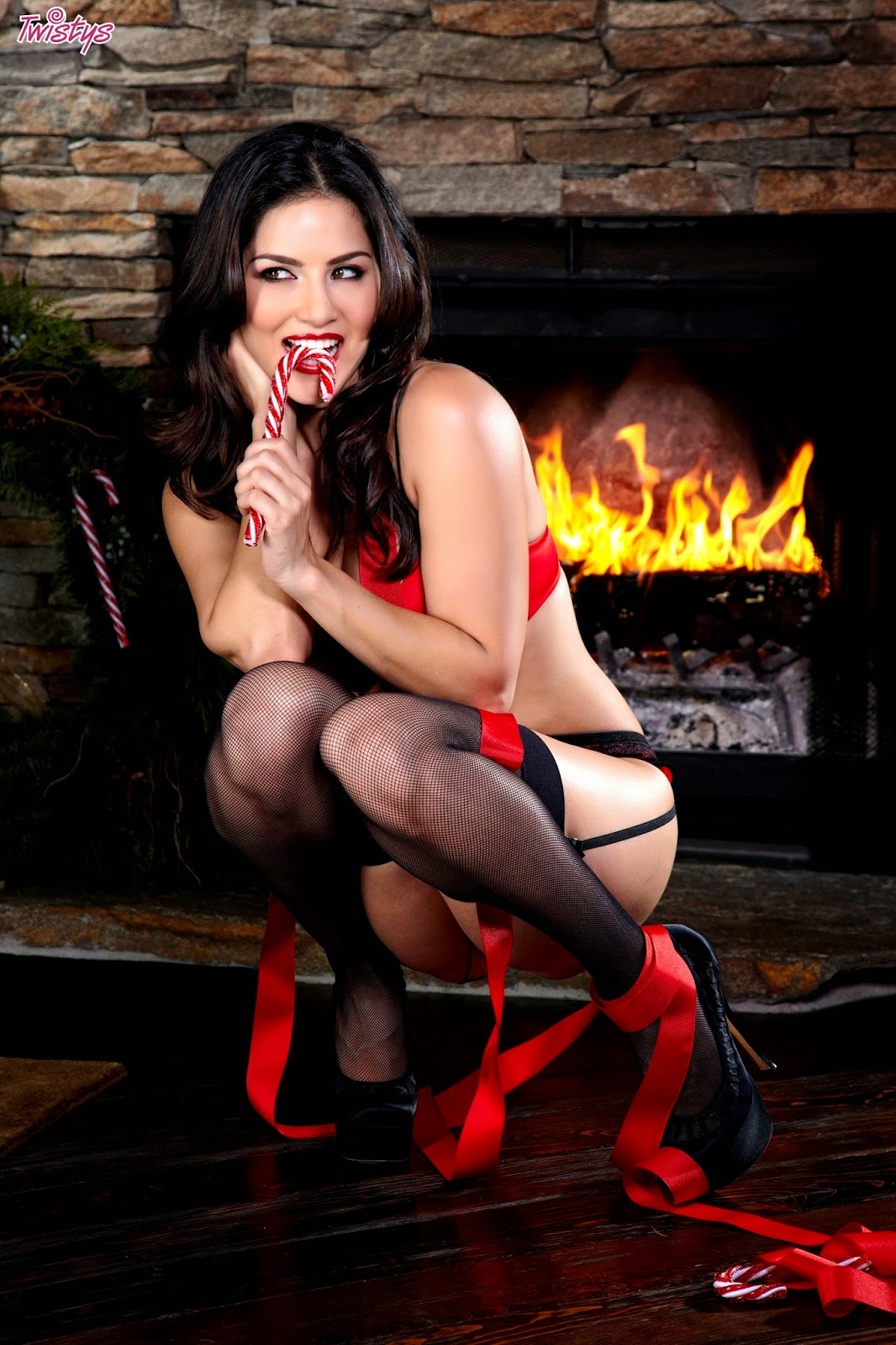 Sunny Leone In Red Lingerie Pictures Free Download -7531