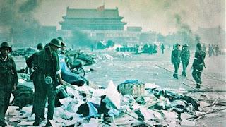 Tentara di Lapangan Tiananmen pada tahun 1989