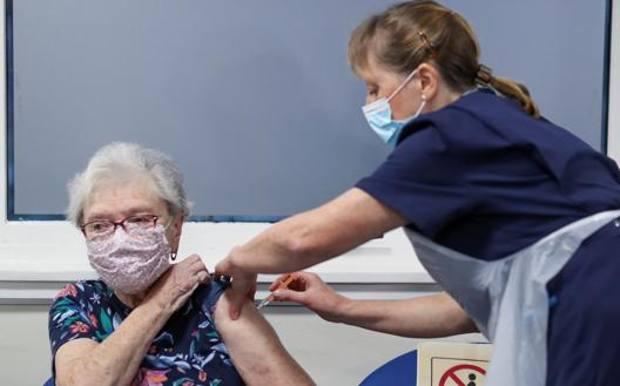 Salgono a 1,1 milioni i vaccinati in Italia