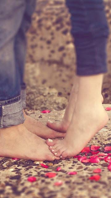 Romantic Status, Love Status In Hindi, Romantic Whatsapp Status In Hindi, Romantic Status For Girls/Boys, Love Hindi Status, Romantic Love Status
