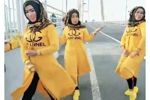 Viral, Video Aksi Berbahaya 3 Wanita Bermain TikTok Tari India di Jembatan Suramadu